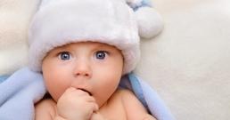 Изчакването на две минути преди рязането на пъпната връв подобрява ранното развитие на новороденото