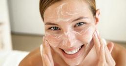 Сода бикарбонат за лице прави чудеса с кожата